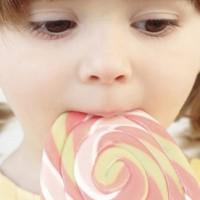 Để trẻ không bị sậu răng sớm